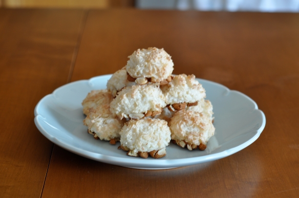 coconut_almond_macaroons_recipe_plate_of_macaroons